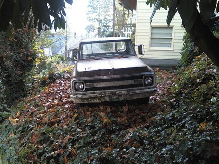 broken-down pickup truck abandoned in Portland, Oregon (by Shawn Radcliffe)