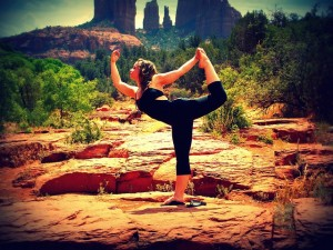 Dancer's yoga pose in majestic nature (Pixabay)