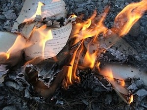 burning books | burn piles (Flickr by LearningLark)