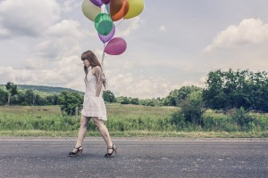 Moderate exercise: girl walking in a party dress with balloons (Pixabay)
